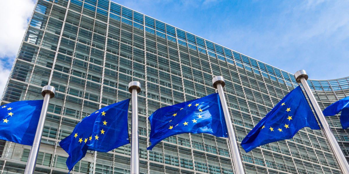 European flags in front of headquarters of European commission in Brussels in summer day Schlagwort(e): european, commission, eu, brussels, union, flag, parliament, crisis, euro, building, belgium, council, europe, berlaymont, flags, blue, community, international, legislation, symbol, debt, politics, ecb, legal, political, law, summit, star, benelux, outdoors, alliance, institutional, identity, headquarters, government, central, exterior, house, flagpole, flagstaff, day, sky, summer, wind, wave, waving flag, waving, travel